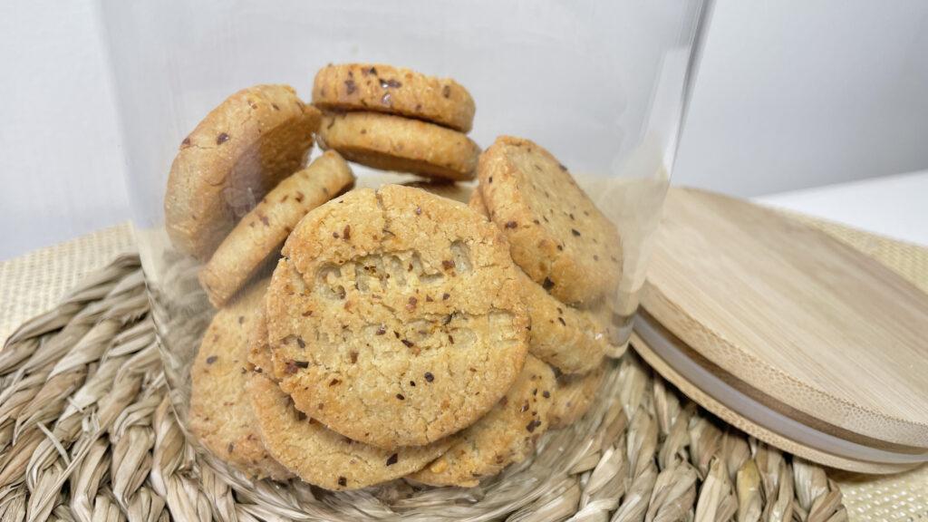 Biscuit keto sesame parmesan piment tendance low carb